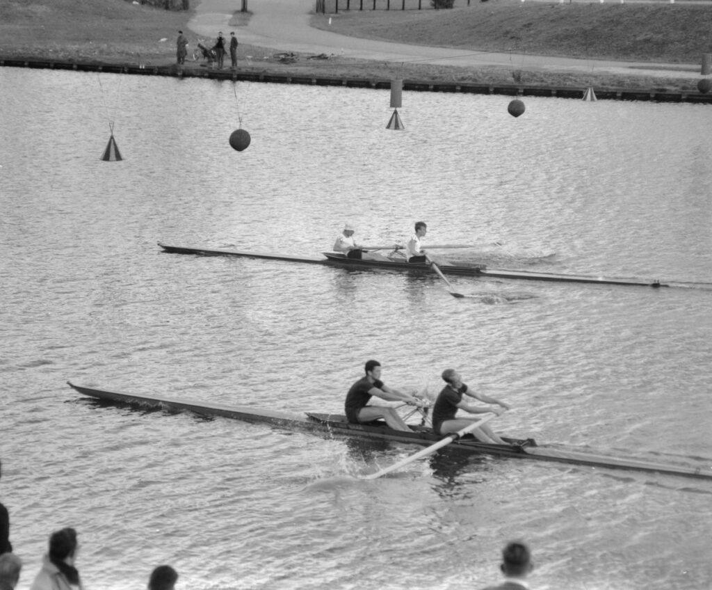 Roeiers op de Bosbaan, 1960